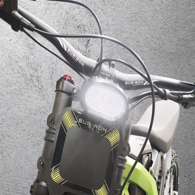 feu-led-compact-et-plaque-numero
